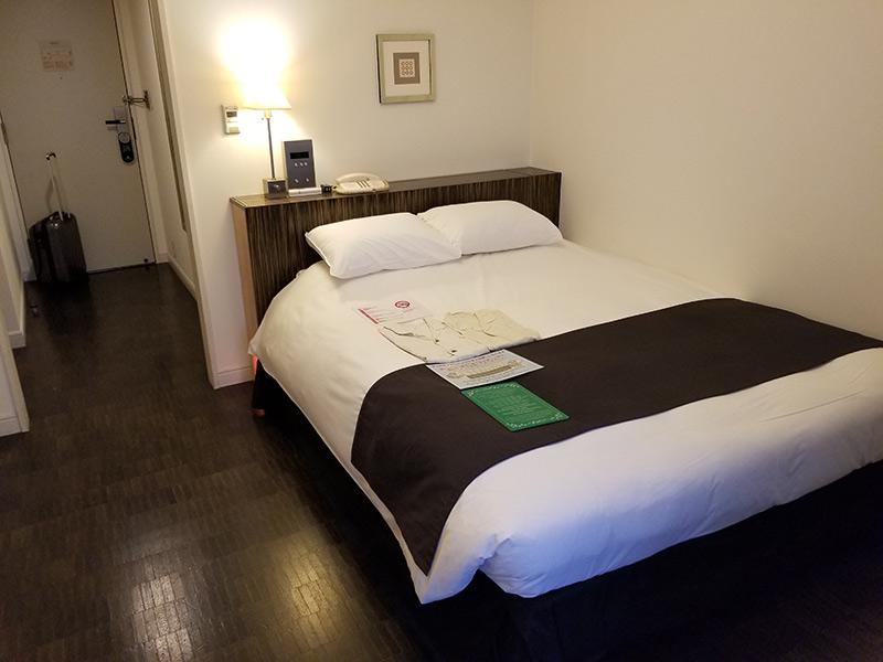 ホテルモントレ銀座 宿泊ルーム内 シモンズ社製のベッド