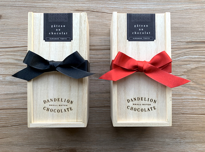 ダンデライオンチョコレートの「ガトーショコラ」 ギフト感を演出できる専用のリボンを付けてもらうことも可能
