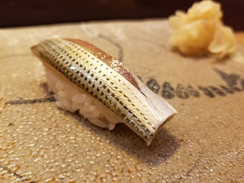銀座で人気の高級寿司店「すし家 一柳」で食べたランチ コハダ