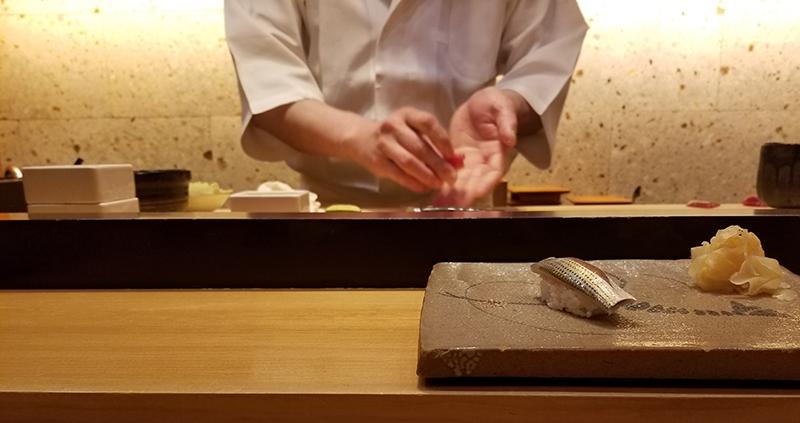 銀座で人気の高級寿司店「すし家 一柳」の店内
