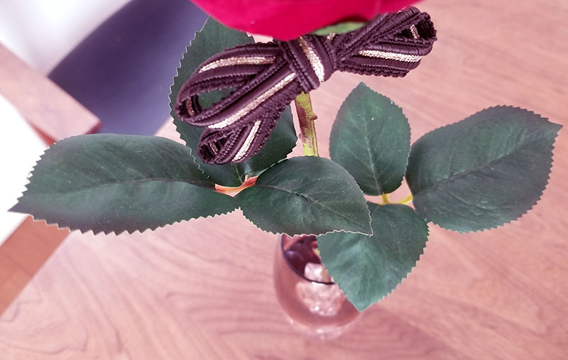 赤バラ1輪メッセージローズ 葉っぱの詳細