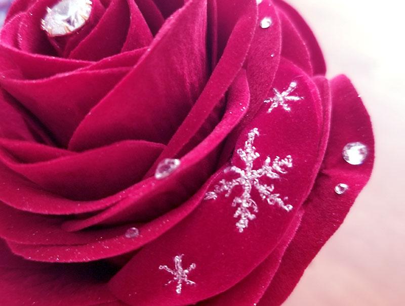 赤バラ1輪メッセージローズ 花びらの刺繍