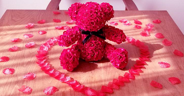 300輪のバラで作った「メッセージローズベアー」が彼女のクリスマスプレゼントに大人気!