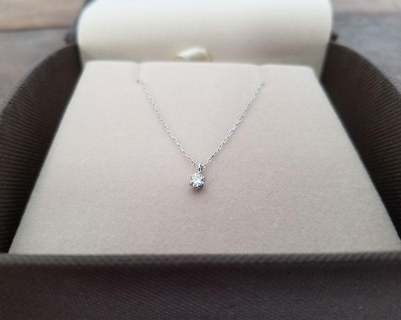 アクセサリーブランド「F」K10ダイヤモンドネックレス ケースに中のイメージ
