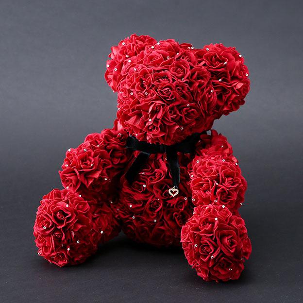 赤いバラで作られたテディベア メッセージローズベア