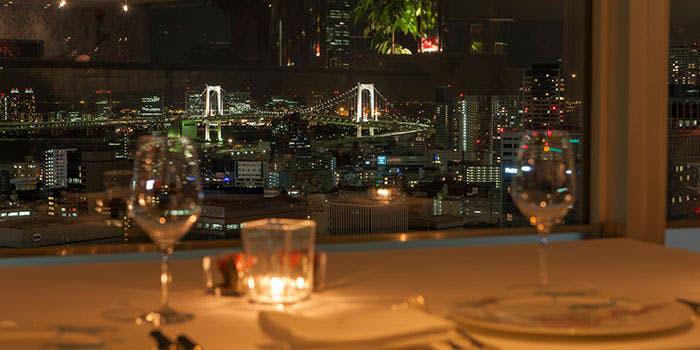 ブリーズヴェール/ザ・プリンスパークタワー東京33F|芝公園・西洋料理 店内 夜景