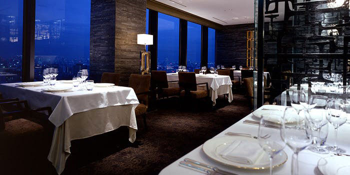 キュイジーヌ エスト/ホテルメトロポリタン|池袋・伊仏料理 店内 夜景