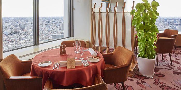 ワイン&ダイニング デューク/新宿野村ビル50F|西新宿・フランス料理 店内