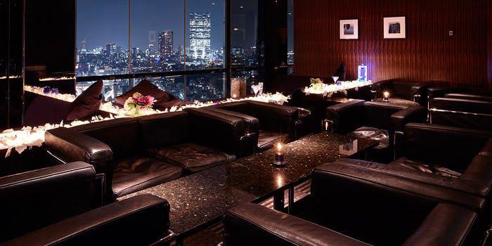 スカイラウンジ ステラガーデン/ザ・プリンス パークタワー東京|芝公園・ラウンジ、バー 店内 夜景