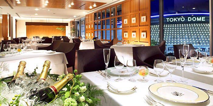 Dining DEUX MIL(ドゥミル)/東京ドームホテル|水道橋・フランス料理 店内 夜景
