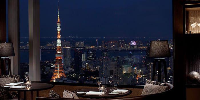 タワーズ/ザ・リッツ・カールトン東京|六本木・コンテンポラリーグリル 店内 夜景