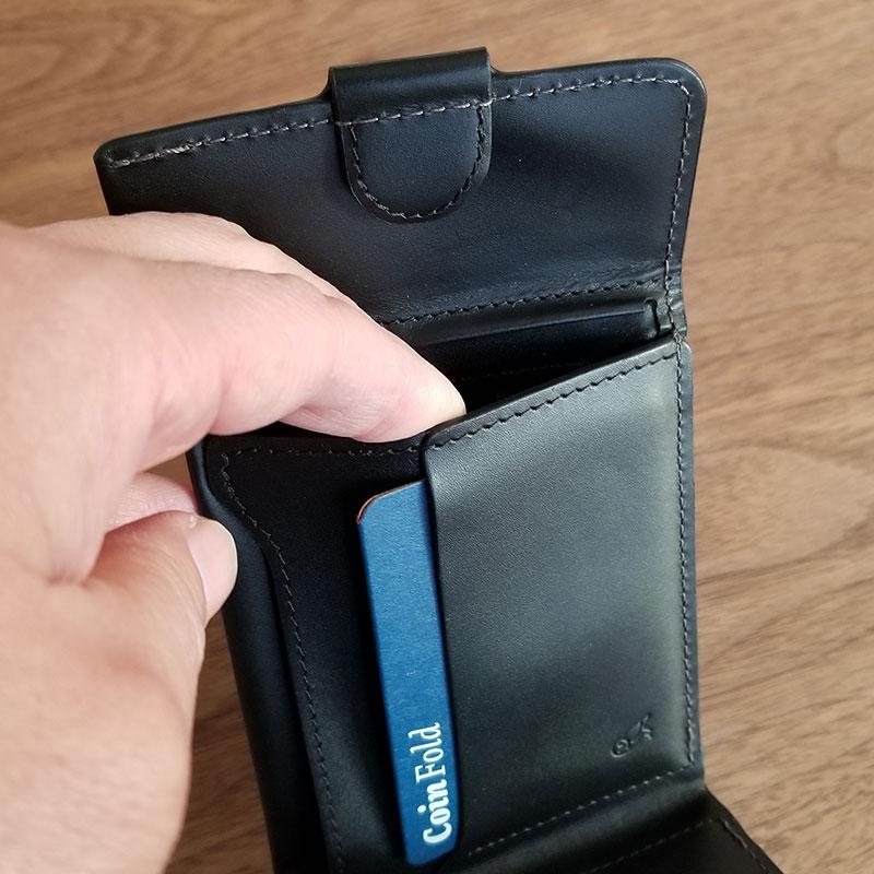 コインポケット スリムでコンパクトな財布「ベルロイ コインフォルド ウォレット」