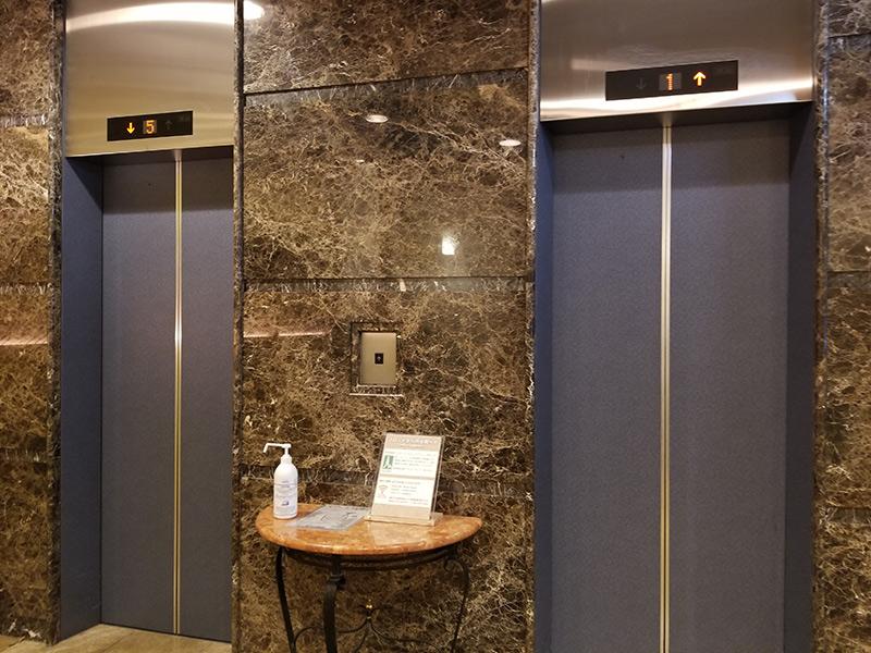 エレベーター 箱根湯本「ホテルおかだ」露天風呂付き客室「紅藤」に泊まってみた感想