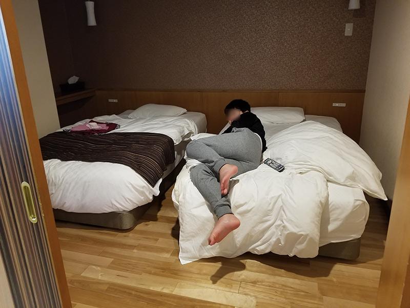 ベッドルーム 箱根湯本「ホテルおかだ」露天風呂付き客室「紅藤」に泊まってみた感想