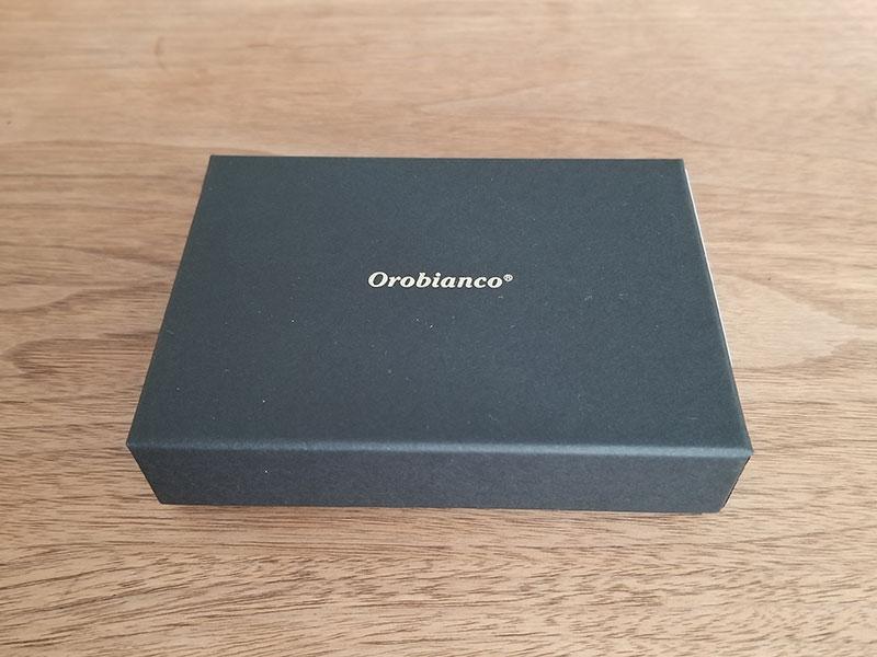 「オロビアンコ(Orobianco)」のパスケースの箱