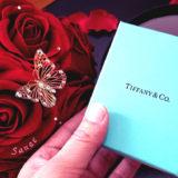 映える!赤バラのサプライズプレゼントボックスが彼女のプレゼントを渡す時の演出に最高!