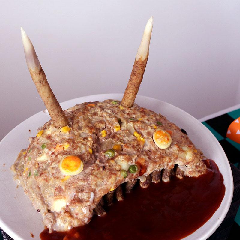 鬼滅の刃がテーマの誕生日パーティー演出 料理 鬼のミートローフ