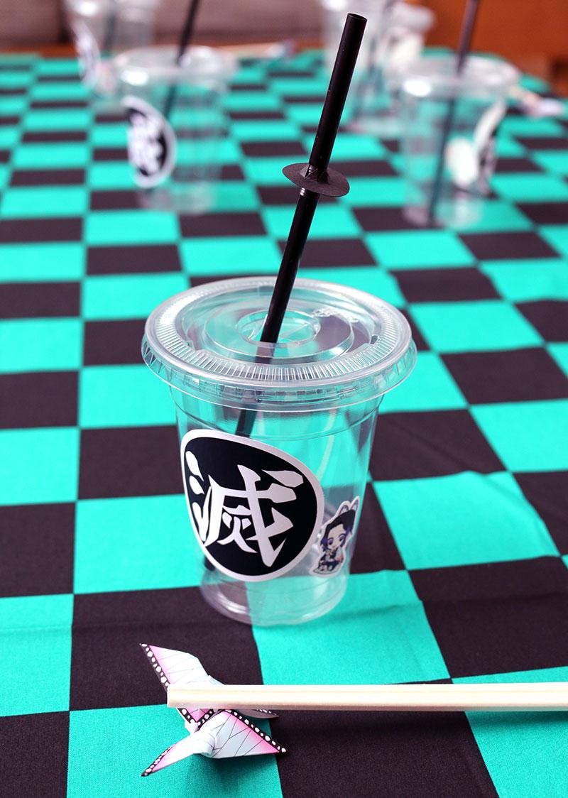 鬼滅の刃がテーマの誕生日パーティー演出 料理 ドリンクカップ