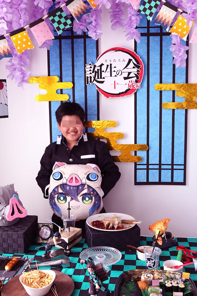 鬼滅の刃がテーマの誕生日パーティー演出 記念撮影 バースデーボーイ