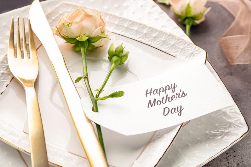花と食事をプレゼント
