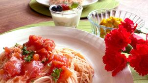 子どもが作れる母の日ご飯!火も包丁も使わずに作れる「パスタ、サラダ、スイーツ」のレシピ・作り方