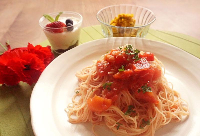 子どもが作れる母の日ご飯!火も包丁も使わずに作れるパスタ&サラダ&スイーツのレシピ・作り方