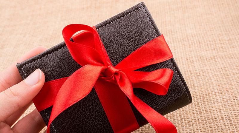 プレゼントするメンズ財布のイメージ