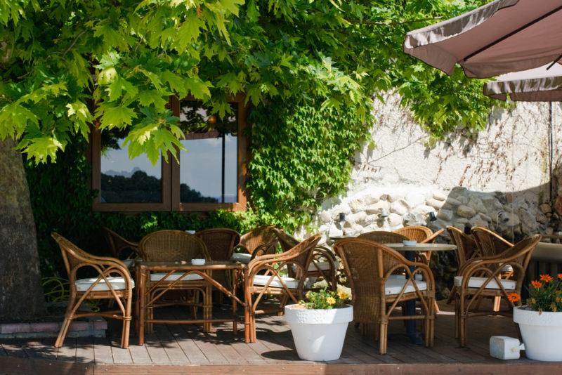 緑のあるテラスレストラン