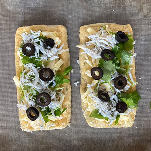 三つ葉としらすの油揚げピザ 作り方