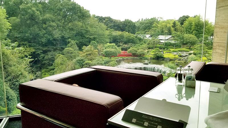 ホテルニューオータニ ガーデンラウンジ 客席 窓際