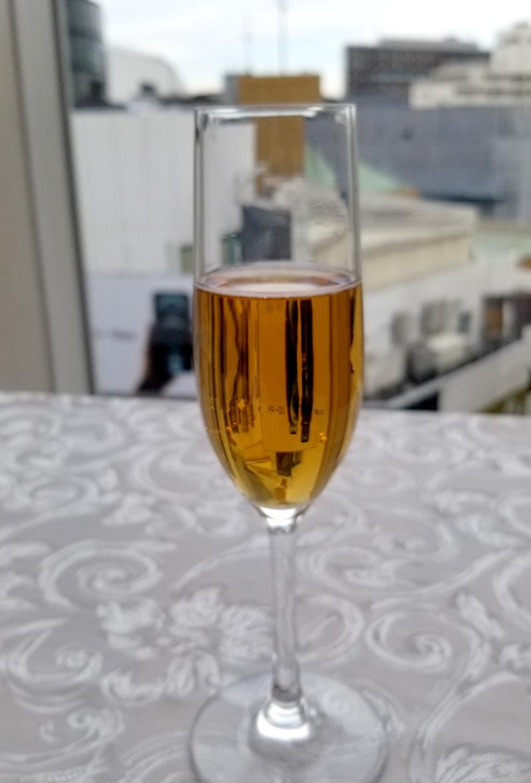 ベニーレベニーレのクリスマスランチ レビュー 乾杯スパークリングワイン