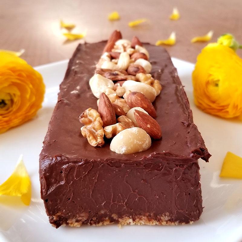 濃厚生チョコケーキのトッピングアレンジ ナッツ乗せ