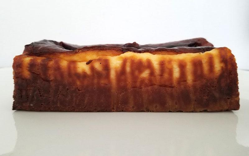 蜜芋バスクチーズケーキ 真横から見たイメージ