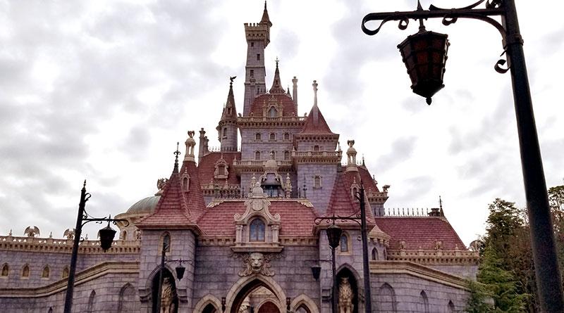 美女と野獣のお城前でプロポーズ