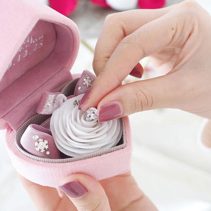 白いバラで叶える「箱パカ」プロポーズ「プロポーズボックス(ピンク)」