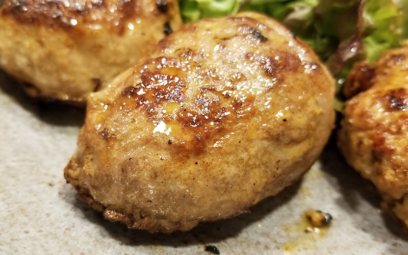 やえやまファームのハンバーグ食べくらべセット 出来上がり 合挽き 網脂ハンバーグ