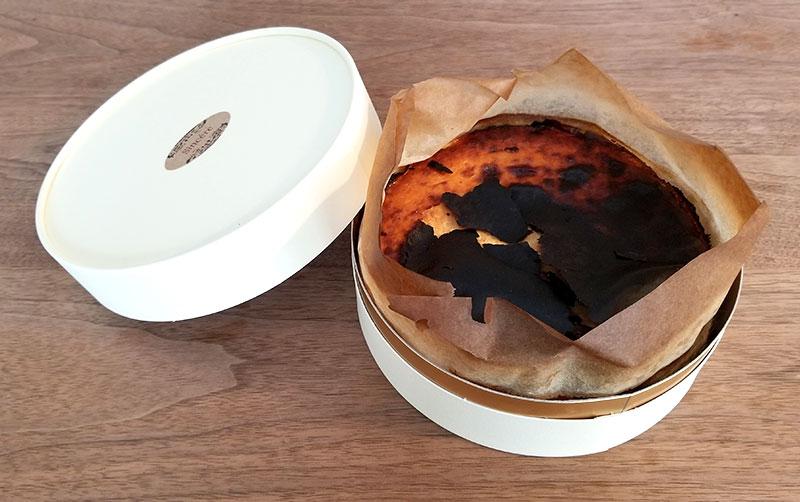 Sincere(シンシア)の通販バスクチーズケーキ 蓋を開けた状態