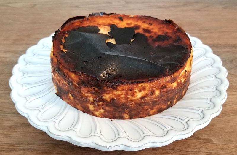 Sincere(シンシア)の通販バスクチーズケーキ 周りの紙を外した状態