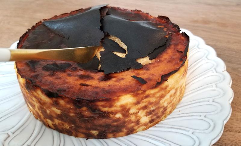 Sincere(シンシア)の通販バスクチーズケーキ カットしている時