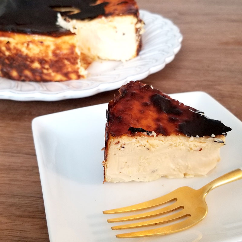 Sincere(シンシア)の通販バスクチーズケーキ 一人分を切り分けた状態