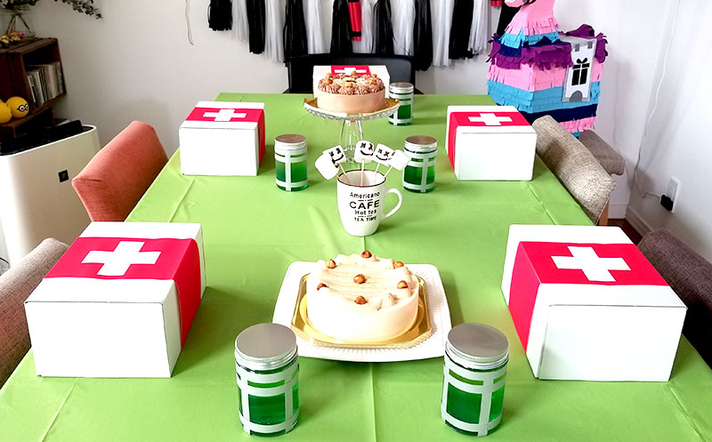 テーブルコーデ フォートナイトをテーマにした小学生男子の誕生日の飾り付け
