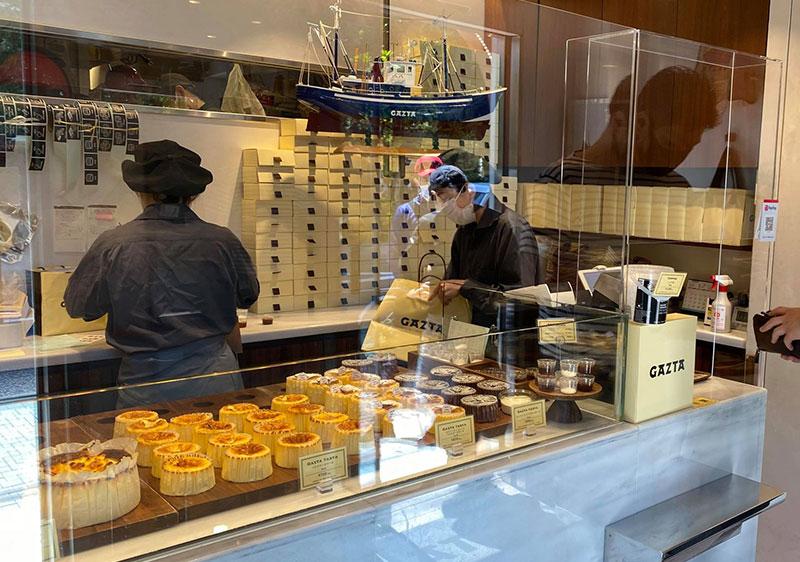 店内 白金高輪「GAZTA(ガスタ)」の本家直伝バスクチーズケーキ