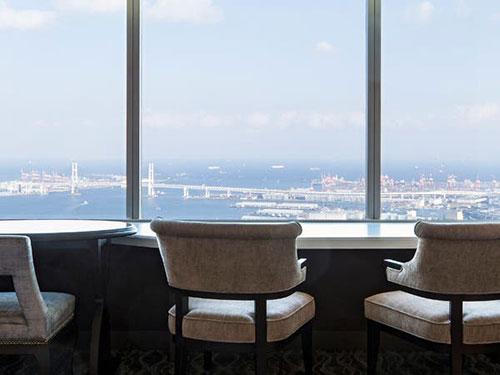 最上階のスカイラウンジで楽しむ絶景と朝食