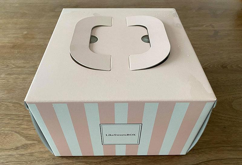 LikeSweetsBOXの夏期ケーキ「bonheur(ボヌール)」届いた時のケーキの状態