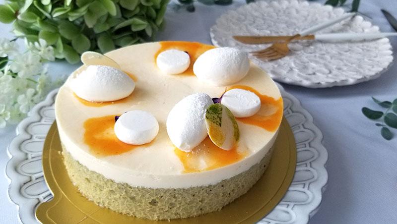 LikeSweetsBOXの夏期ケーキ「bonheur(ボヌール)」 解凍後のケーキをお皿に盛り付け