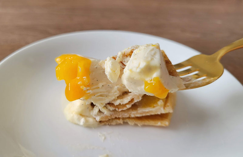 に/に NIBUNNONI CREPE グランマンゴー・ヴァニーユ 食べているイメージ レビュー・感想