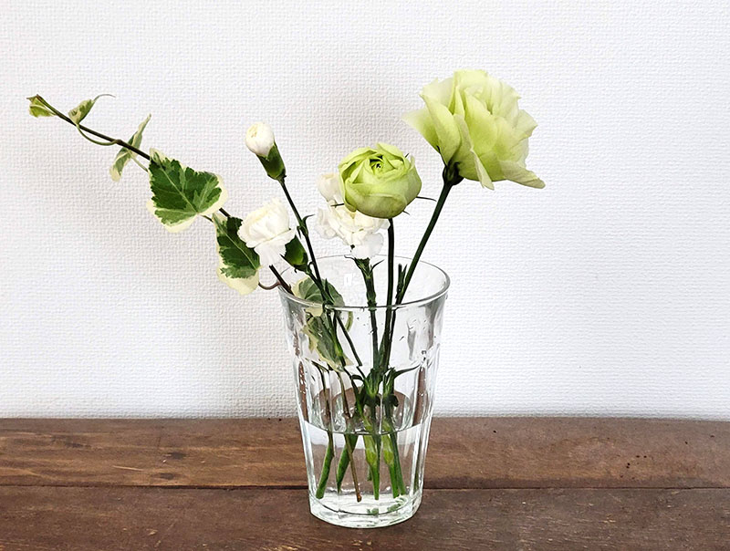 花瓶に入れてみた ポストに届く!お花の定期便「bloomee ブルーミー」をお試しレビュー!(感想・クチコミ)