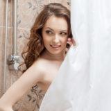 誕生日にお泊りするならシャワーの後にロマンチックなサプライズ演出を!